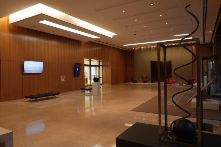 Spirit Level: Virginio Ferrari & Marco G. Ferrari, CBRE lobby, 737 N. Michigan Ave., Chicago, IL, USA, 2016–17. General view.