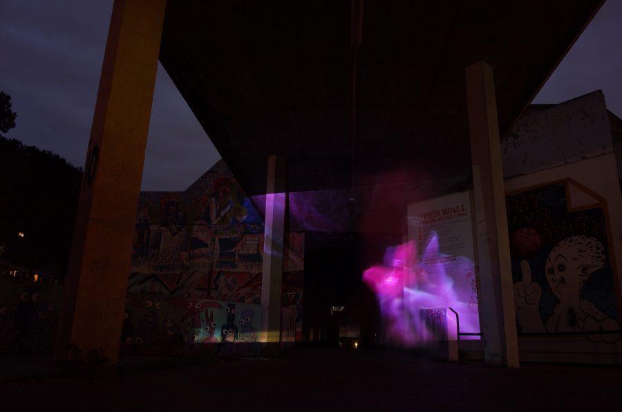 Stella, polipo, anemone e pagliaccio (per una scena di Porta Maggiore): Proiezione notturna estranea n. 4; Nella 'stecca' centrale del complesso di case popolari IACP (ora ATER) di Viale Giorgio Morandi, Tor Sapienza